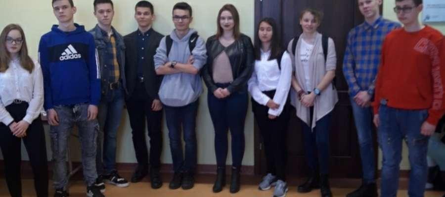 Uczestnicy konkursu powiatowego wiedzy o obronie cywilnej