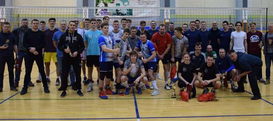 Uczestnicy amatorskiej I ligi siatkówki