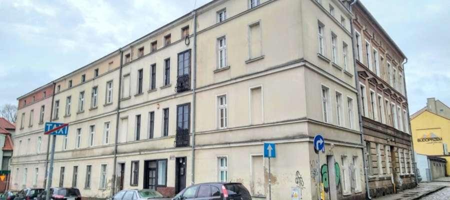 lokatorzy kamienicy przy ulicy Orkana w Olsztynie boją się eksmisji po odzyskaniu budynków przez właścicielkę z Niemiec