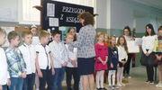 Pasowanie na czytelnika w szkole w Zajączkowie