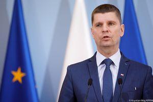 Konferencja ministra edukacji Dariusza Piontkowskiego. Czy uczniowie wrócą do szkół? [LIVE VIDEO]