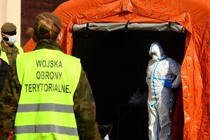 Nowy obszar wsparcia WOT. Żołnierze pobierają wymazy na obecność koronawirusa