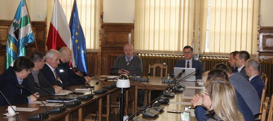 W starostwie odbyło się spotkanie władz powiatu, gmin, przedstawicieli służb mundurowych i sanitarnych