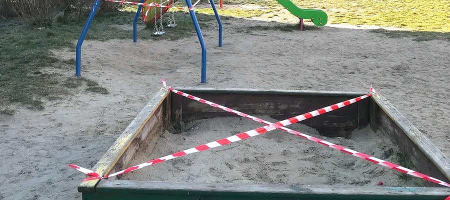 W związku z obecną sytuacją w kraju i na świecie miasto Iława wprowadziło zakaz wstępu na place zabaw, tu plac zabaw przy ulicy Kościuszki