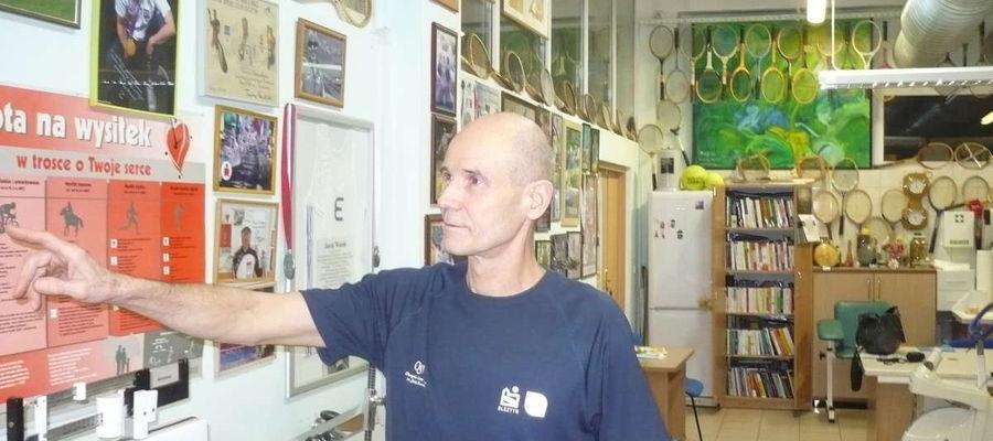 Tomasz Boraczyński w Centralnym Laboratorium Badawczym Olsztyńskiej Szkole Wyższej,
