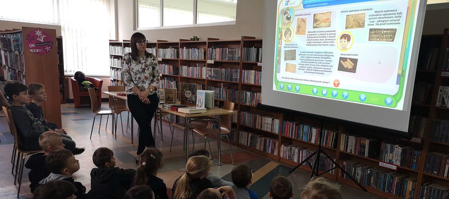 Uczniowie klasy pierwszej gościli w nowomiejskiej bibliotece