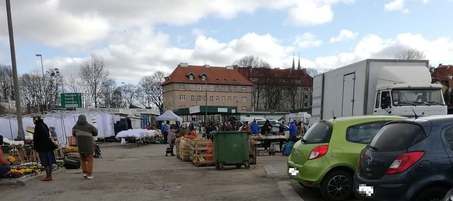 Targowisko przy Grunwaldzkiej w Olsztynie (21.03.2020)