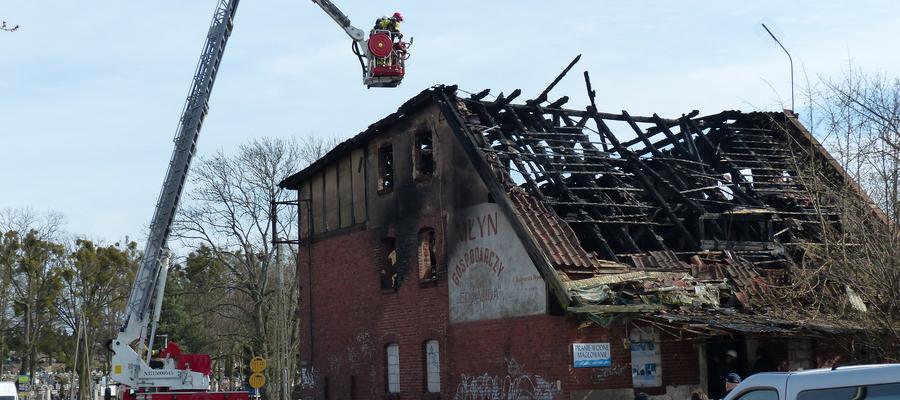 Dziś w asyście strażaków odbyła się inspekcja dawnego młyna przeprowadzona przez Powiatowego Inspektora Nadzoru Budowlanego, na miejscu byli też przedstawiciele elbląskiej delegatury Wojewódzkiego Urzędu Ochrony Zabytków