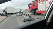 Wypadek na Kilińskiego w Ełku - kierowca stracił panowanie i wjechał prosto w sygnalizator świetlny