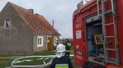 Strażacy walczyli z pożarem domu