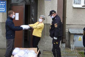 Pierwsza partia maseczek ochronnych już dotarła do mieszkańców miasta