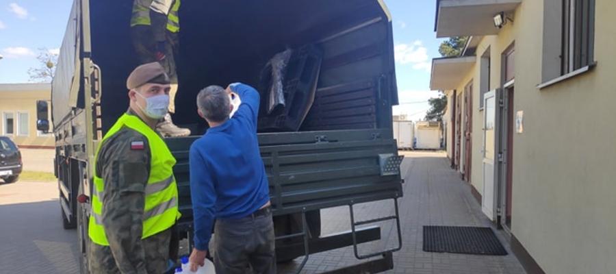 W środę ok. godz. 15 do szpitala powiatowego w Iławie przyjechał transport z 300 litrami płynu do dezynfekcji powierzchni