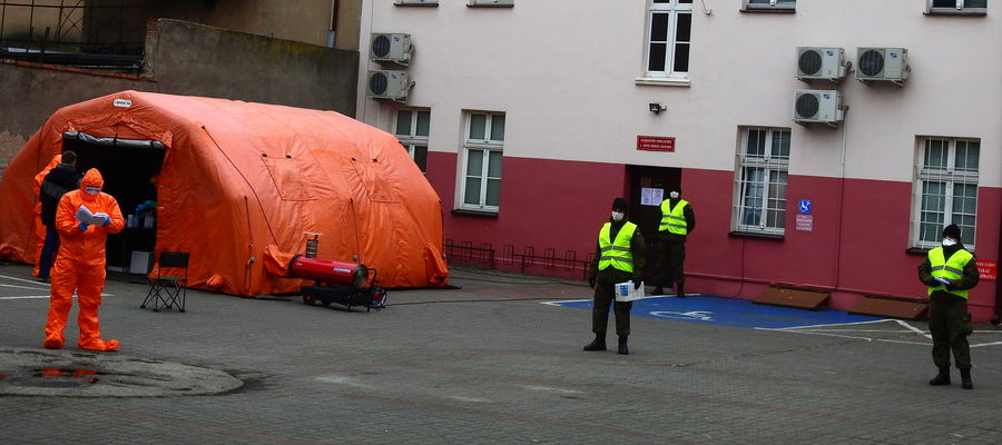 Dzisiejsza (1 kwietnia) akcja pobierania próbek odbywa się na parkingu Starostwa Powiatowego