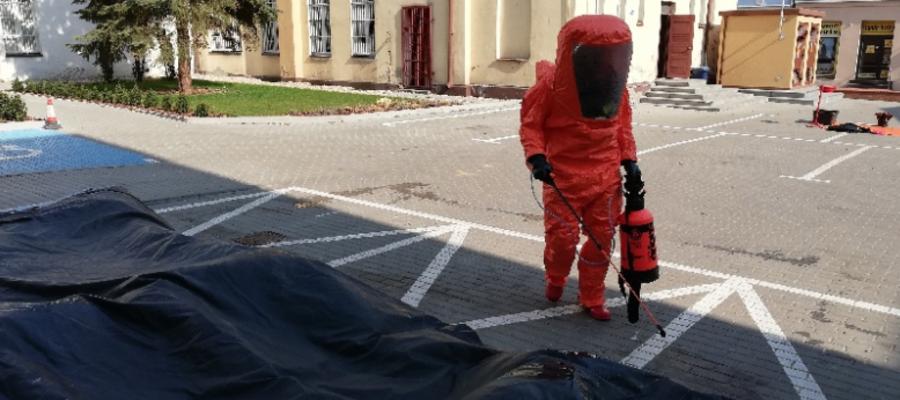 Do zadań iławskiej JRG należało przygotowanie na bazie własnych środków namiotu pneumatycznego, który służył jako punkt poboru próbek oraz jego dekontaminacja i dezynfekcja po zakończonych czynnościach