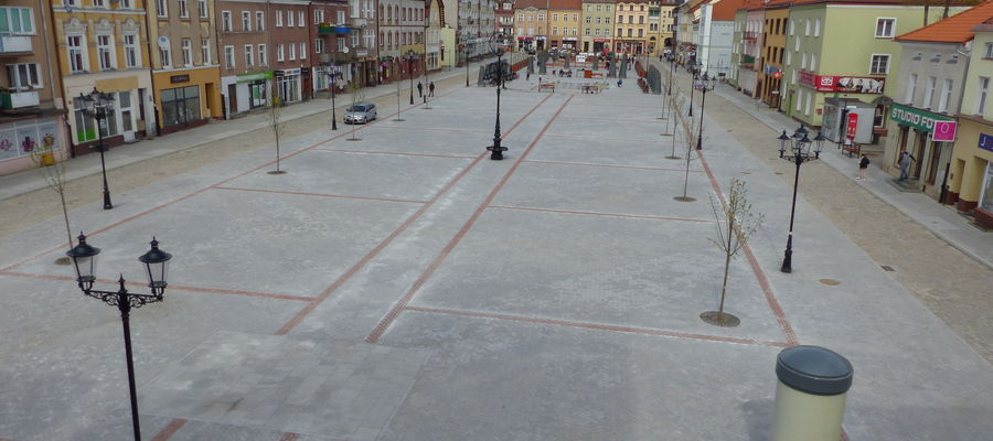Zrewitalizowany plac Konstytucji 3 Maja w Bartoszycach