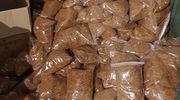 Dwie tony nielegalnego tytoniu w jednym z mrągowskich zakładów [FOTO + FILM]