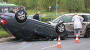 Zderzenie samochodów w Olsztynie. Jedno z aut dachowało [ZDJĘCIA]