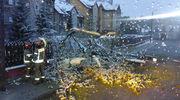 Powalone drzewa, uszkodzone auta, zerwana linia energetyczna. Zmiana pogody przysporzyła pracy strażakom [GALERIA]