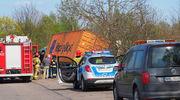 Samochód ciężarowy uderzył w drzewo. Jedna osoba w szpitalu