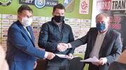 Umowa podpisana — można zaczynać budowę stadionu w Wikielcu! [ZDJĘCIA]