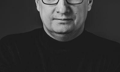 """Monodram, który powstał z przyzwoitości. """"Słoń"""" Łukasza Staniszewskiego już dzisiaj na olsztyńskiej starówce"""