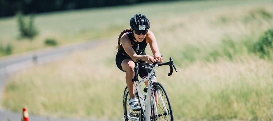Paulina Bohater na trasie rowerowej. To jedna z trzech składowych triathlonu