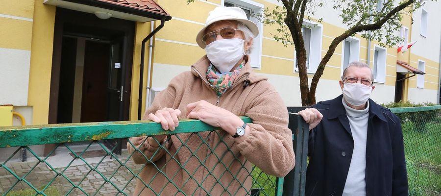 Na zdjęciu mieszkańcy budynku przy Al. Przyjaciół 39: autorka listu Janina Lubańska i Bogusław Biskupski