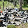 Ktoś wyrzucił do lasu odpady po demontażu samochodów. Pomóżcie znaleźć sprawcę!
