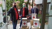 Funkcjonariusze zakładu karnego wspierają ratowników medycznych