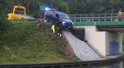 Auto zsunęło się w stronę kanału
