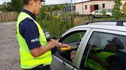 Dwóch kierowców straciło prawo jazdy - jeden za nadmierną prędkość, a drugi za jazdę w stanie nietrzeźwości