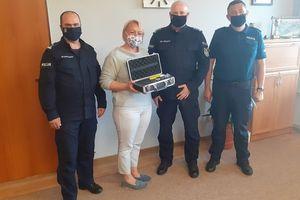 Gmina Barciany przekazała dzielnicowym nowoczesne urządzenie iBlow