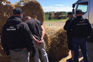 Zatrzymano trzy osoby i... 10 ton tytoniu wartego pięć milionów zł [PODCAST, ZDJĘCIA, VIDEO]