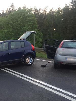 Wypadek pod Olsztynem. Dwie osoby trafiły do szpitala