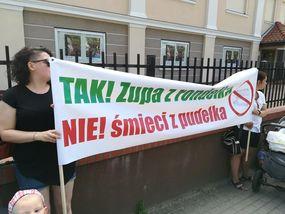 Protest rodziców przed sesją