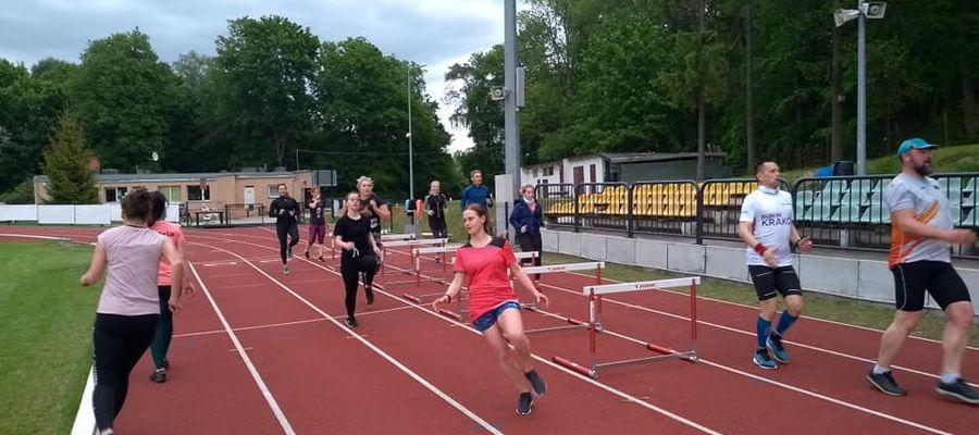 Wspólne biegowe treningi odbywają się w poniedziałki o godz. 18. na giżyckim stadionie