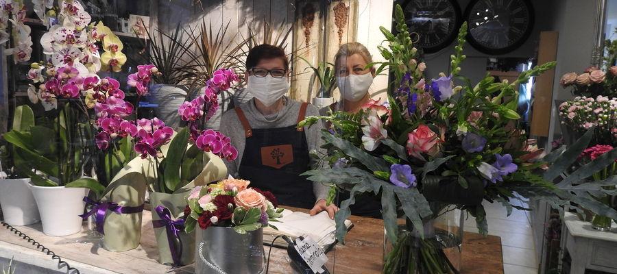 """""""Zielony Gaj"""" czaruje swoim wnętrzem. Na zdjęciu pracownice kwiaciarni — Renata i Małgorzata."""