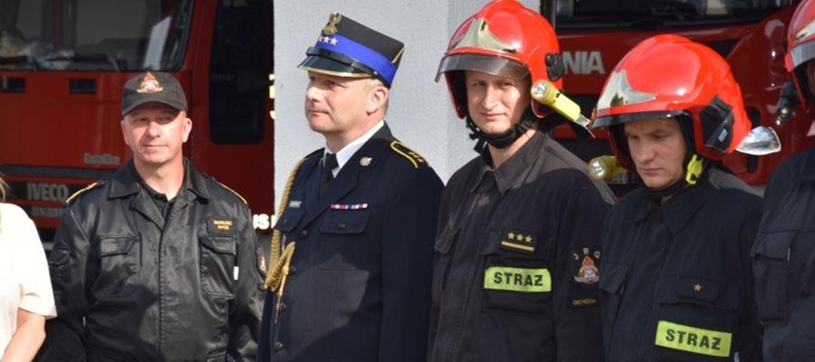 Janusz Markowski (drugi z lewej) przeszedł na strażacką emeryturę