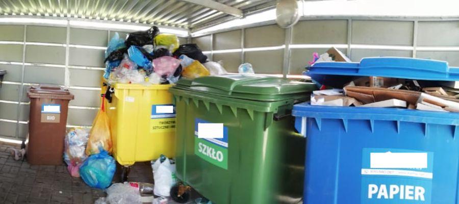 Miejscami śmieci sięgały aż po dach podwórkowych instalacji składowania odpadów