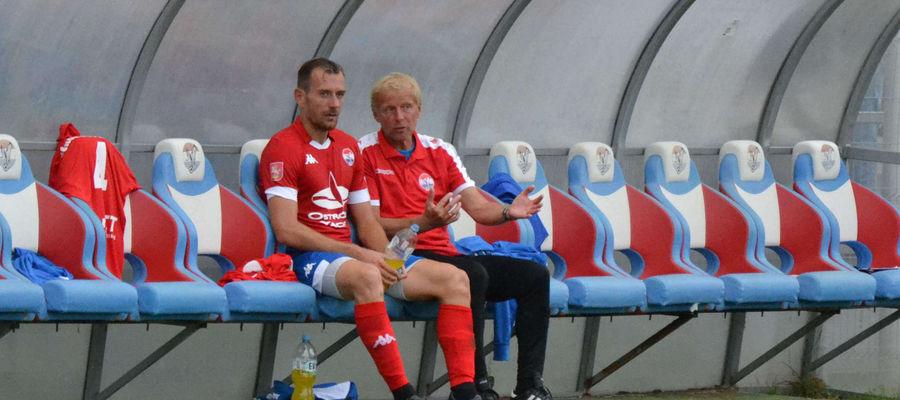 Trener Piotr Kołc (z lewej) i dyrektor sportowy Jarosław Kotas mają czas na budowanie zespołu