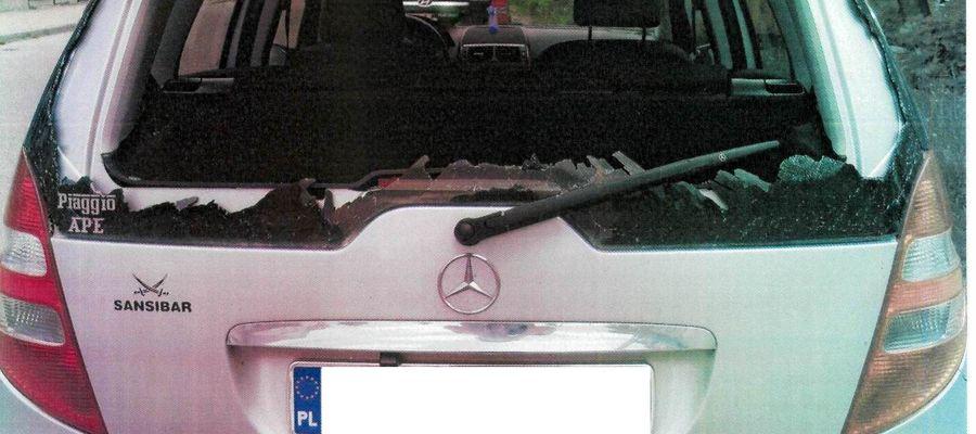 Mercedes z wybitą szybą