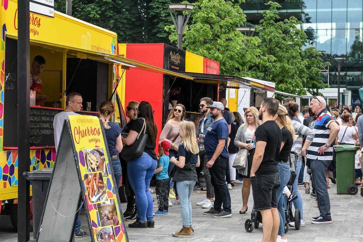 Food trucki przyjeżdżają do Giżycka!  II Festiwal Smaków Food Trucków już 1 i 2 sierpnia na plaży miejskiej przy kąpielisku.   - full image