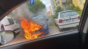 Samochód spłonął doszczętnie - pożar na parkingu przy Nowowiejskiej
