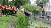 Wydobyli spaloną łódź z Jeziora Drwęckiego