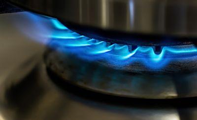 W budynku mieszkalnym ulatniał się gaz. Ewakuowano 32 osoby