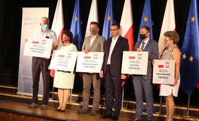 Premier Morawiecki rozdał promesy na ponad 9 mln. zł. [GALERIA]