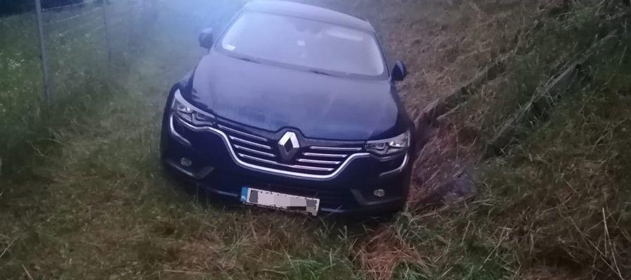 Kierowca zasnął za kierownicą i wjechał do rowu...