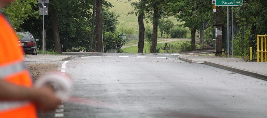Wyremontowana droga powiatowa biegnąca przez miejscowość Grzęda w gminie Bisztynek
