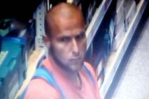 Policja publikuje wizerunek mężczyzny, który podejrzewany jest o kradzież w Olsztynie [VIDEO]