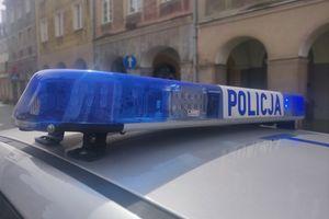 38-latek wszczął awanturę pod jednym z bloków w Olsztynie i zaatakował policjantów